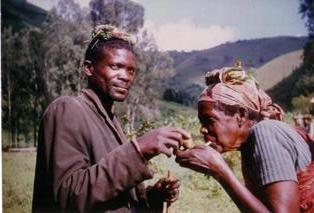 geste d'allumage de pipe - ©echosdafrique